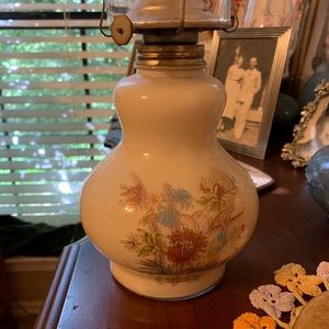 Other - Vintage oil lamp with globe